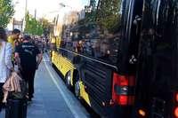 BVB-Bus fährt ins Bächle und bleibt stecken