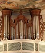 """Große Instrumente: Orgel und Tuba erklingen bei """"Musica Magna"""" in der Pfarrkirche in Bollsdchweil-St. Ulrich"""