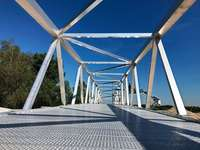 Rekordbrücke aus Aluminium überspannt ab Juni den Rhein