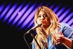 Fotos: Sängerin Alina spielte akustischen Deutsch-Pop im Freiburger Jazzhaus