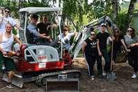 Pfadfinder und Ministranten gestalten Garten im Kindergarten Regenbogen um