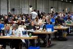 Fotos: Die Freiburger Kommunalwahl wurde in der der VAG-Bushalle ausgezählt