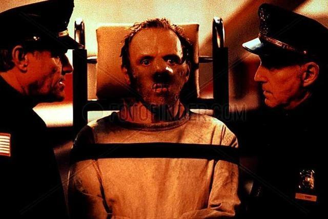 Verwaltung prüft Hannibal-Lecter-Maske für AfD-Stadtrat