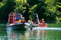 Einsatzkräfte proben am Opfinger See den Katastrophenfall