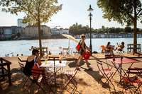 Wie die Basler im Rhein schwimmen