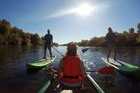 Mit dem Kanu unterwegs auf der Flusslandschaft des Altrheins