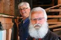Zwei Rentner haben eine Mühle restauriert und mahlen jetzt ehrenamtlich Getreide