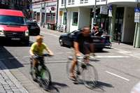 Kaum Platz für Fahrräder in neuer Fahrradstraße in Freiburg
