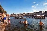 Warum die Schweizer so gerne in ihren Flüssen baden