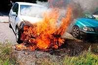 """""""Merkwürdig"""": Drei Autos brennen aus – Polizei sucht Zeugen"""
