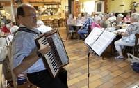 Beim Singen blühen die Älteren auf