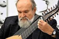 Sechs Breisgauer, die ungewöhnliche Instrumente spielen