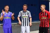 Die Streifen sind zurück: Der SC Freiburg präsentiert seine neuen Trikots