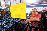 Stuttgarter Getränkehändler verbannt Einweg-Plastikflaschen – und riskiert sogar die Pleite