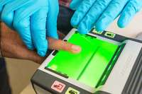 24-Jähriger legt falschen Ausweis vor – Fingerabdrücke verraten seine Identität
