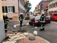 Auto prallt gegen das Gebäude der Winzergenossenschaft Königschaffhausen
