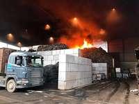 Schreddern von Metallfässern löst Feuer in Recyclingfirma in Pratteln aus