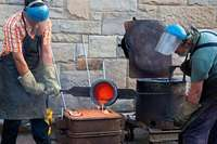An der Müllheimer Waldorfschule wurde eine Glocke gegossen – nach alter Tradition