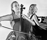 Natalia Dauer (Cello) und Julia Pleininger (Klavier) präsentieren Prokofiews Peter und der Wolf in Laufenburg