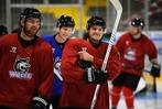Fotos: EHC Freiburg empfängt Fans beim ersten Training auf dem Eis