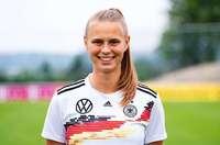 Klara Bühl vom SC Freiburg erhält Fritz-Walter-Medaille