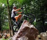 """""""Es ist cool"""": Die Trial-Biker des MSC Münstertal trainieren im Steinbruch"""