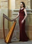 Nadia Birkenstock spielt auf der keltischen Harfe
