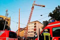 Kran kippt gegen Haus – Drei Wohnhäuser in Stuttgart evakuiert