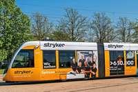 Warum Unternehmen in Freiburg mit Straßenbahnwerbung neue Mitarbeiter suchen