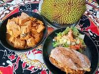 Im Colombo 7 in Merzhausen wird die größte Baumfrucht der Welt serviert