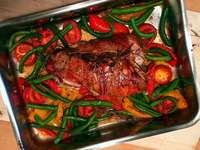 Spätsommerrolle aus Pute mit Tomaten, Bohnen und Paprika