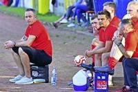Trainer auf Wasserkasten