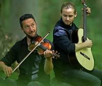 Bjarke Falgren und Sönke Meinen geben Konzert im Innenhof der Stadtscheuer in Waldshut