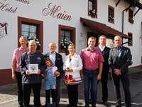 """Der """"Maien"""" erhält die Auszeichnung """"Historisches Gasthaus in Baden"""""""