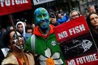 In Berlin üben Demonstranten zivilen Ungehorsam