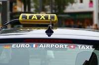 Ein Taxifahrer wird in Lörrach von zwei Fahrgästen angegriffen