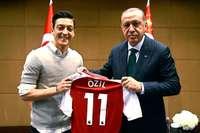 """Özil bricht sein Schweigen: """"Rassismus war immer da"""""""