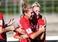 Die Frauen des SC Freiburg feiern den ersten Heimsieg der Saison