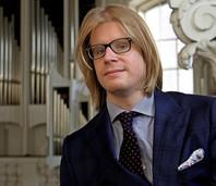 """Organist Stéphane Mottoul improvisiert im Fridolinsmünster Bad Säckingen zum Stummfilm """"Der Glöckmer von Notre Dame"""""""