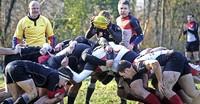 Rugbyspieler legen sich ins Zeug