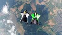 In Lahr trainieren Cracks im Wingsuit-Jumping ihre Flugfiguren