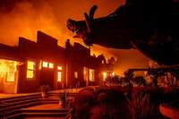 Hunderttausende Menschen in Kalifornien sind vom Feuer bedroht