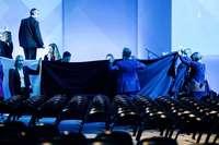 Wirtschaftsminister Altmaier stürzt beim Digital-Gipfel von der Bühne