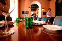 Ist es in Ordnung, wenn im Restaurant Gäste an unseren Tisch gesetzt werden?
