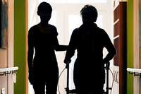 Land und Bund müssen für attraktive Arbeitsplätze in der Altenpflege sorgen