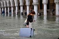 Venedig kämpft gegen höchstes Hochwasser seit 1966
