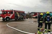 Feuerwehr wegen Rauchentwicklung in Neuenburger Industriebetrieb im Einsatz