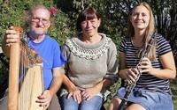 """Eva Koch, Hildegard Koch und Christoph Pampuch gestalten """"irisches"""" Konzert in Bad Säckingen."""