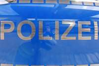 Lasterfahrer wird am Lenkrad ohnmächtig und fährt auf Gegenfahrbahn