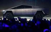 E-Pickup von Tesla sieht wie Tarnkappen-Kampfjet aus